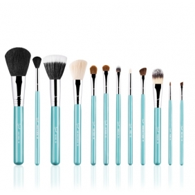 Sigma Make Me brush Essential Kit in blue