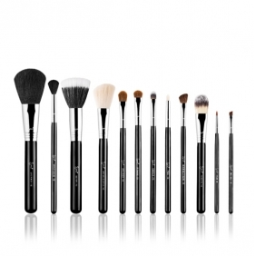 Sigma Make Me brush Essential Kit in black